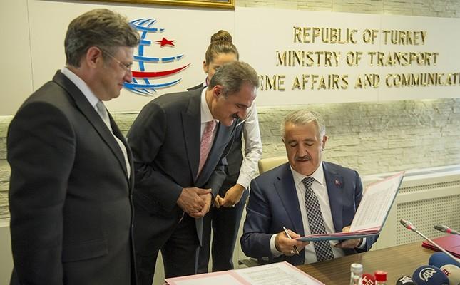 Turkish Transport Minister Ahmet Arslan signs the contract awarding Turkey's first private train operator status, on Oct. 13, in Ankara. (IHA Photo)