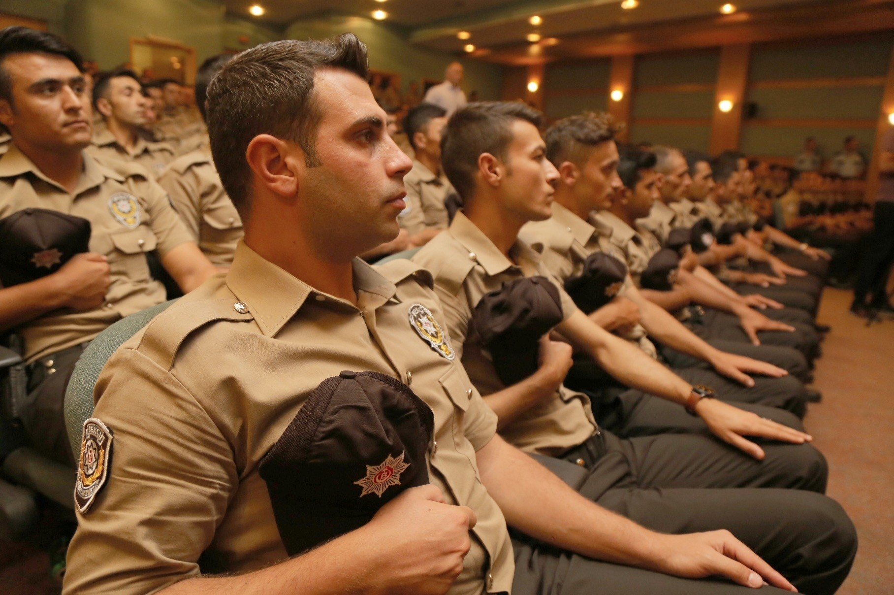 Night watchmen attended a briefing by Istanbul police chief yesterday.