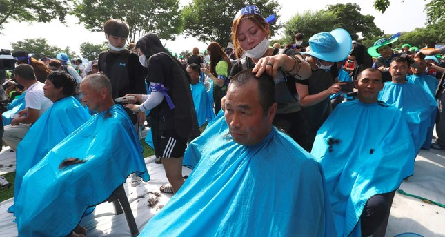 More than 900 Seongju residents have their heads shaved during a protest against the planned deployment of the US Terminal High Altitude Area Defense (THAAD) system at a local park in the southeastern town of Seongju on August 15, 2016. (AFP Photo)