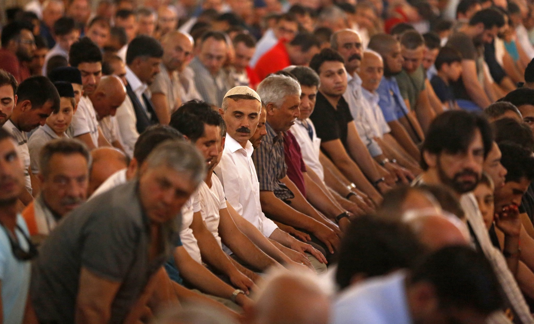 Turkish Muslims attend the last Friday prayer of the holy fasting month of Ramadan at Sultanahmet Mosque in Istanbul, Turkey, 23 June 2017. (EPA Photo)