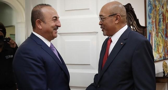 تشاوش أوغلو يبحث مع رئيس سورينام تطوير العلاقات الثنائية