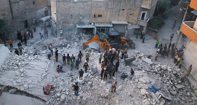 Men inspect damage after an airstrike on Aleppo's rebel held al-Hallak neighbourhood, Syria June 2, 2016. (Reuters Photo)