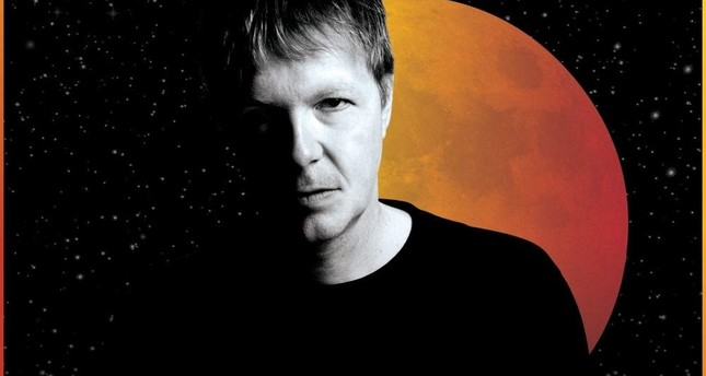 John Digweed was awarded the title of Best DJ by DJ Mag in 2001.