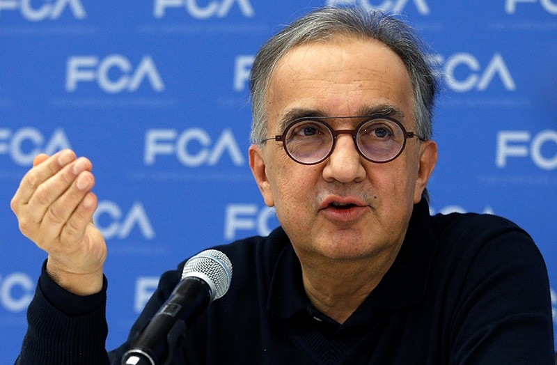 Sergio Marchionne, CEO, Fiat Chrysler Automobiles, speaks with journalists at the North American International Auto Show in Detroit, Michigan, U.S., Jan. 15, 2018. (EPA Photo)