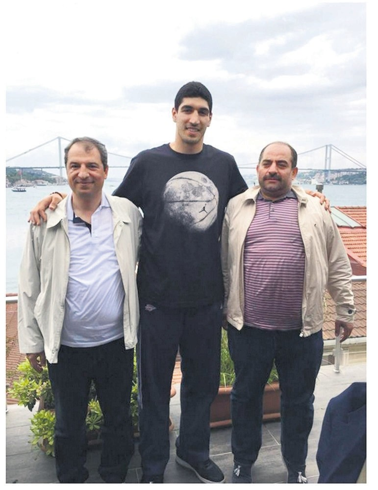 Enes Kanter poses with Celal Kara (left) and Zekeriya u00d6z (right), two fugitive former prosecutors wanted for running FETu00d6u2019s sham trials.