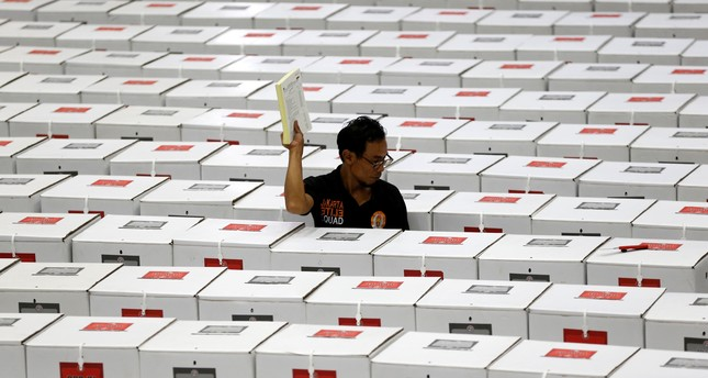 A worker carries election materials as he prepares ballot boxes before their distribution to polling stations in a warehouse in Jakarta, Indonesia, April 15, 2019. (REUTERS Photo)