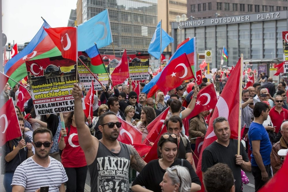 Turks protest Bundestag's decision of bringing the so-called Armenian genocide into its agenda in Berlin on May 5, 2016.