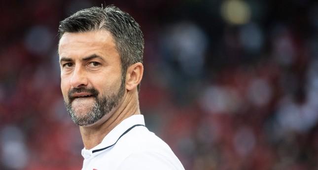 بعد الهزيمة من تركيا.. إقالة مدرب ألبانيا