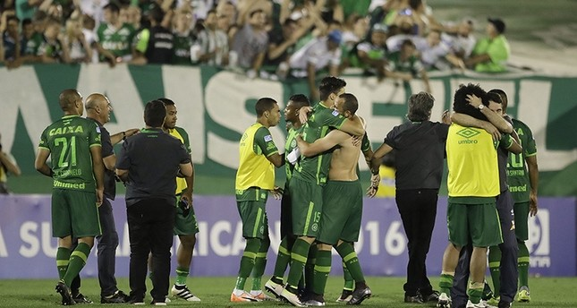 سقوط طائرة في كولومبيا على متنها 81 شخصاً بينهم فريق كرة قدم برازيلي