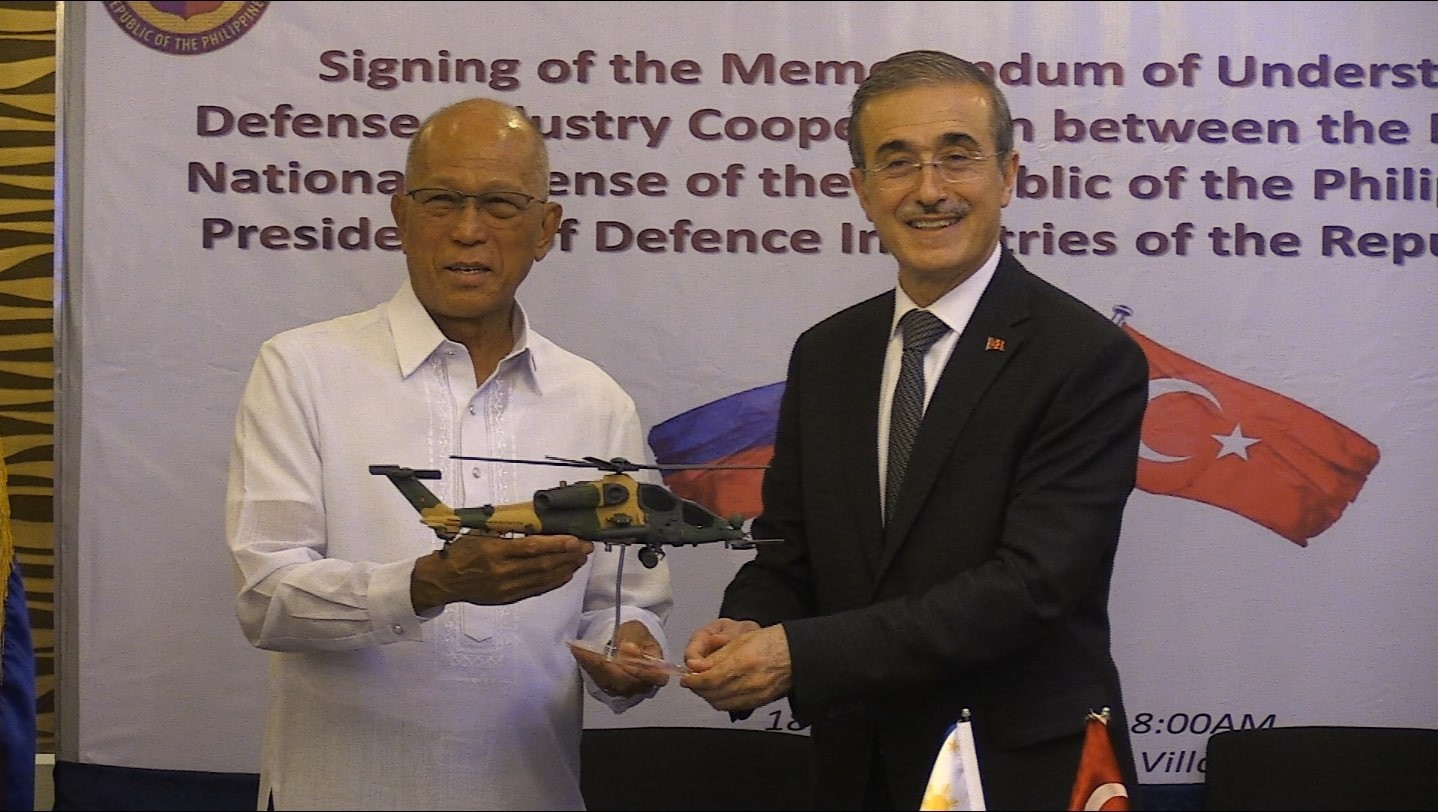 Defense Industries President u0130smail Demir, right, presented Filipino Defense Secretary Delfin Lorenzana, left, with a model of the T129 ATAK helicopter  during the signing ceremony  of a memorandum of understanding, Manila, yesterday.