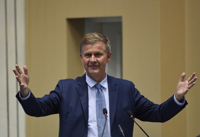 In this file photo taken on June 5, 2018 United Nations environment chief Erik Solheim gestures as he speaks during a plenary session to mark 'World Environment Day' in New Delhi. (AFP Photo)