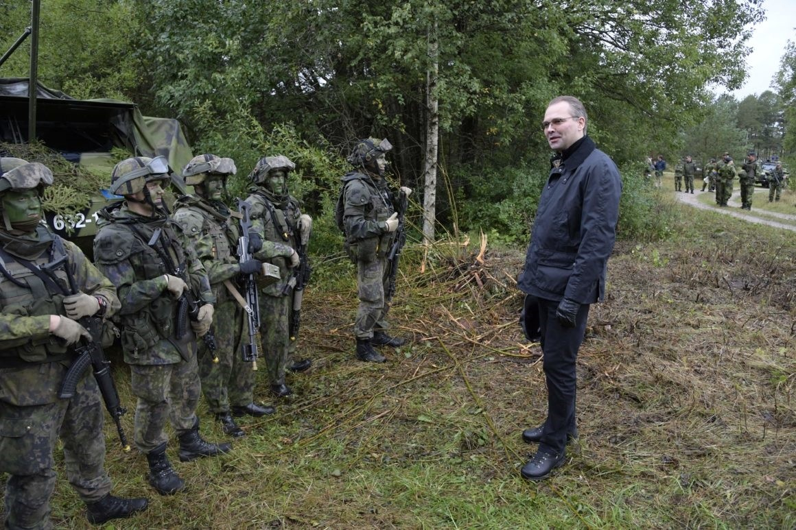 Finland's Defense Minister Jussi Niinistu00f6 inspects Finnish troops. (AFP Photo)
