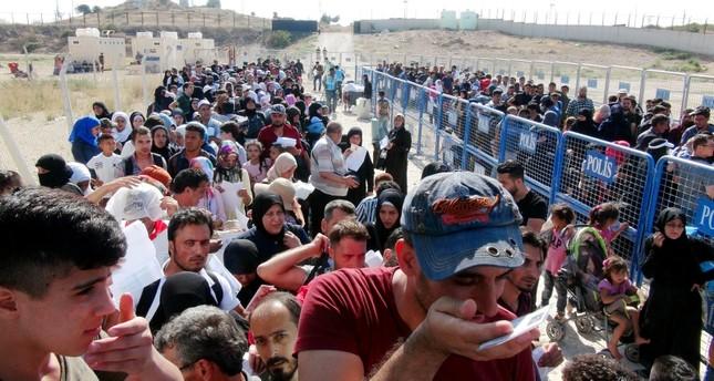 استمرار عبور السوريين الراغبين في قضاء عطلة العيد ببلادهم