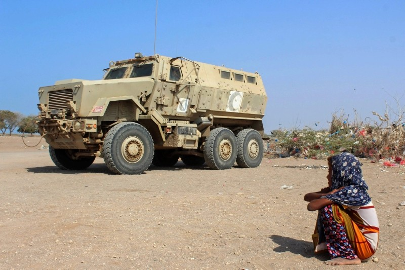 A displaced Yemeni girl sits next to an armored military vehicle at a camp in the Khokha district of the western province of Hodeida, on Jan, 21, 2019. (AFP Photo)
