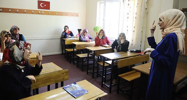 الشؤون الدينية التركية تنسق رحلات عمرة مجانية لـ100 أصم