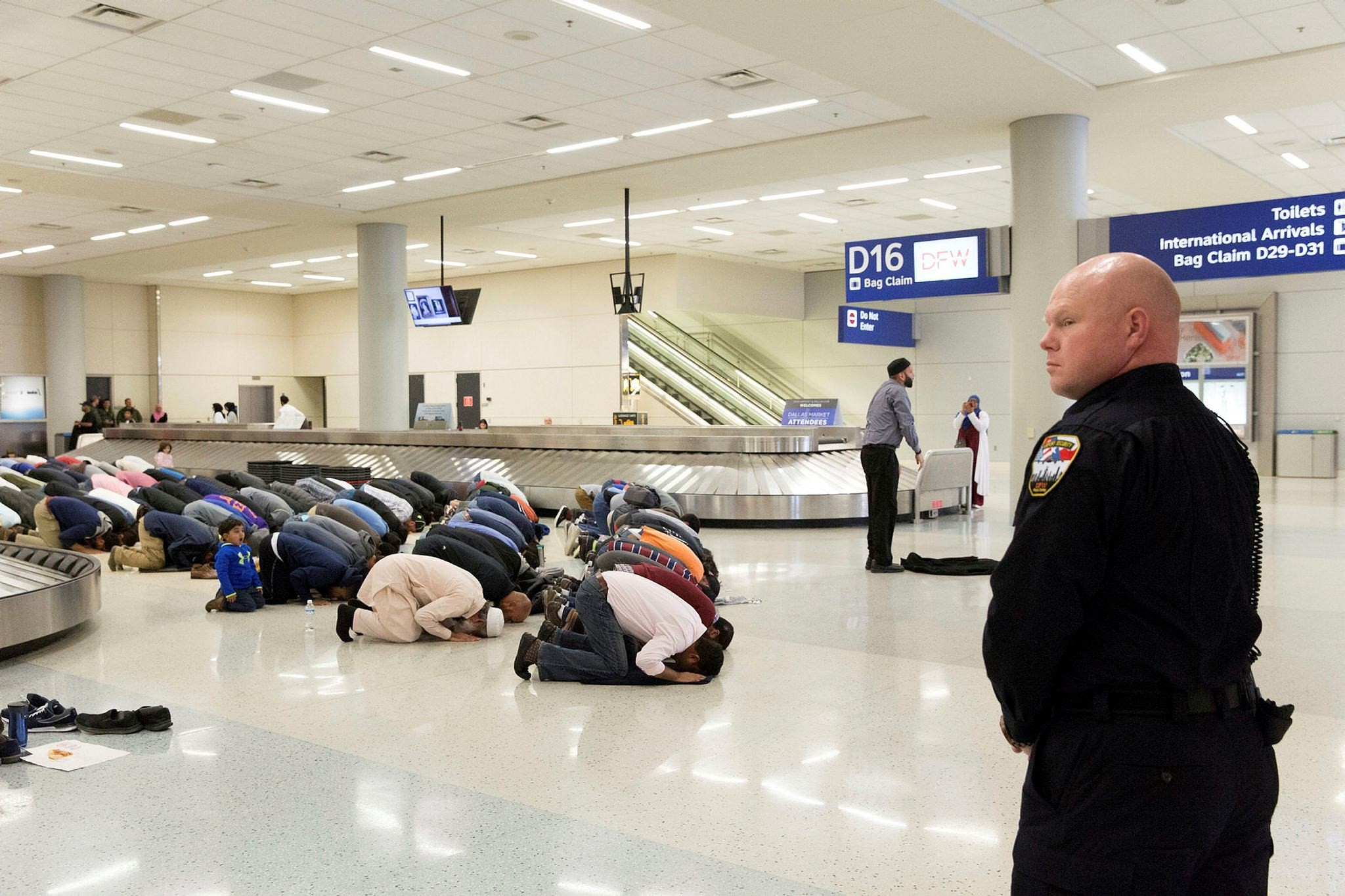 People gather to pray in baggage claim during a protest against the travel ban imposed by U.S. President Donald Trump's executive order, at Dallas/Fort Worth International Airport in Dallas, Texas, U.S. on January 29, 2017. (Reuters Photo)