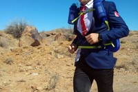 Dressed in suit, Turkish runner competes for cystic fibrosis patients