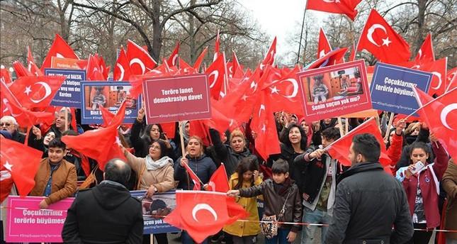 تنديداً بالإرهاب ودعماً للديمقراطية.. آلاف الأتراك يتظاهرون في فرنسا