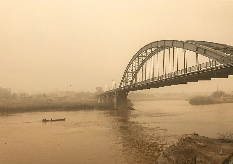 A picture taken on Feb. 18, 2017 shows a general view of a bridge in the Iranian city of Ahvaz during a sandstorm. (AFP Photo)