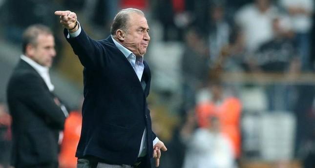 Fatih Terim gesturing to players in the Galatasaray-Beşiktaş derby, Istanbul, Oct. 27, 2019 (AA Photo)