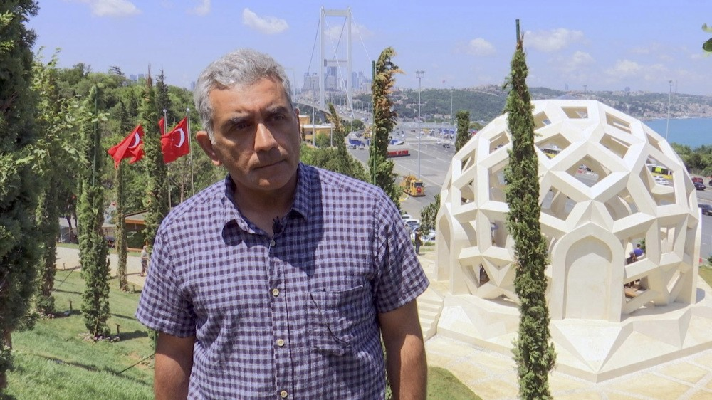 Azerbaijani director Elu00e7in Musaou011flu said that two separate teams are working on the shootings of the documentary in Azerbaijan and Turkey.