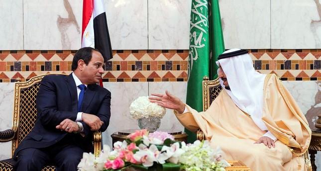 Saudi King Salman, right, meets with Egyptian President Abdel-Fattah el-Sissi upon his arrival to Riyadh Airbase, Riyadh, Saudi Arabia. (AP PHOTO)