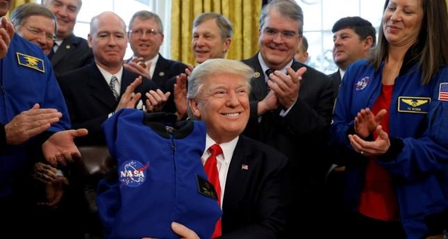 ترامب يقول إن القمر جزء من المريخ وناسا تلتزم الصمت