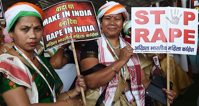 الشرطة الهندية تعتقل 14 شخصاً بعد اغتصاب وقتل فتاة حرقاً
