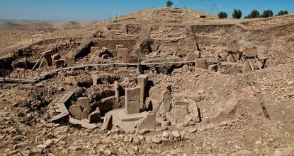 """pDas von dem türkischen """"Ministerium für Kultur und Tourismus und vielen internationalen Institutionen und Organisationen als eines der """"ältesten Tempelanlagen der Welt bezeichnete..."""
