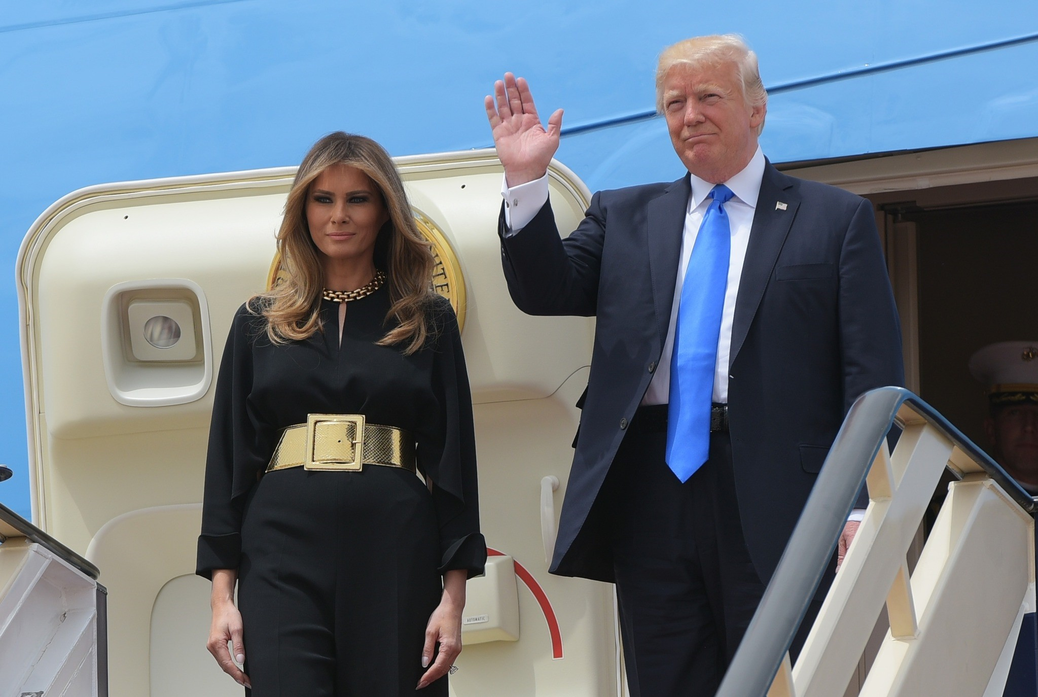 President Donald Trump and first lady Melania arrive for a welcome ceremony at the Royal Terminal of King Khalid International Airport, May 20, 2017, in Riyadh. (AFP Photo)
