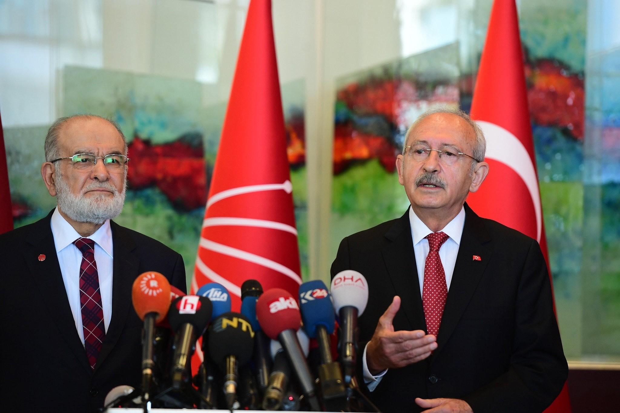 SP Chairman Temel Karamollaou011flu (L) with CHP Chairman Kemal Ku0131lu0131u00e7darou011flu at the CHP headquarters in Ankara, April 30.