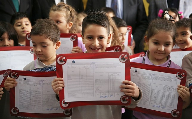 Elementary school students pose with their report cards in Antalya, Jan. 17, 2020. AA Photo