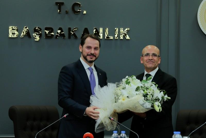 New Treasury and Finance Minister Berat Albayrak (L) and former Deputy Prime Minister Mehmet u015eimu015fek. (AA Photo)