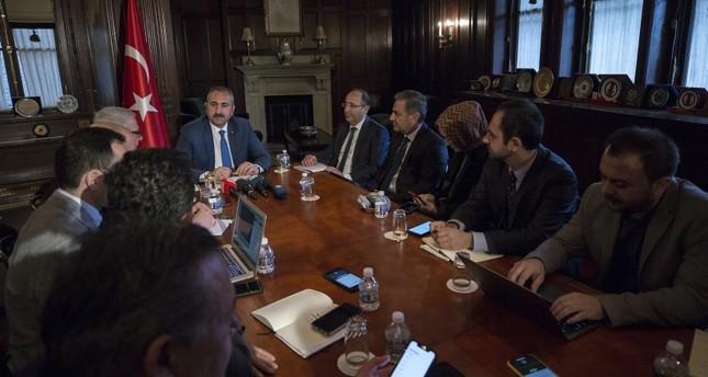 وزير العدل التركي عبد الحميد غل خلال مؤتمر صحفي عقده من واشنطن (الأناضول)