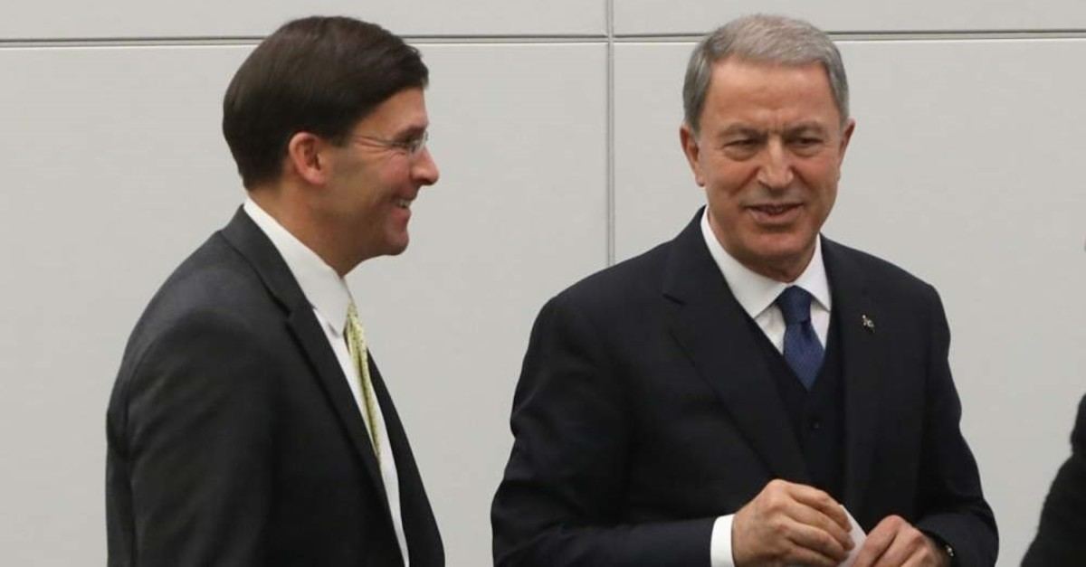 Turkish Defense Minister Hulusi Akar (R) and his U.S. counterpart Mark Esper. (AA PHOTO)