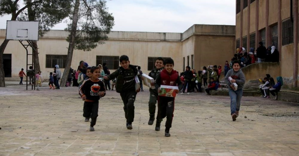 Students in Syria's northern Tal Abyad province received school books from the ?anl?urfa Governorate. (AA Photo)