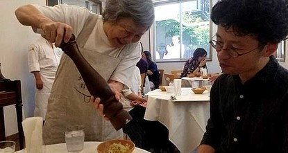 pDiners have no complaints about the service at a pop-up restaurant in central Tokyo, where the 17 waiters and waitresses all suffer from dementia./p  pThe Restaurant of Order Mistakes - a play...