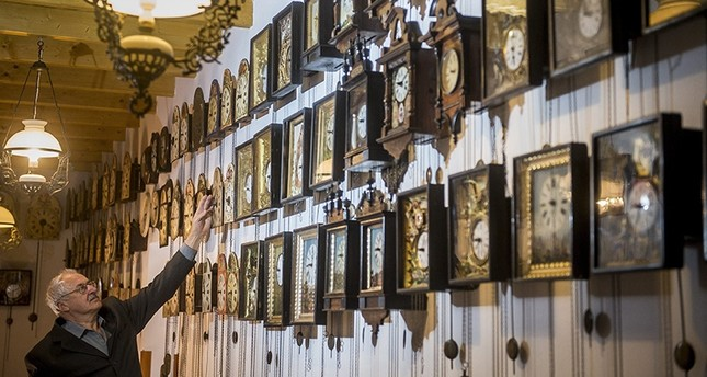 Descendant of a Hungarian noble family Bela Hatvani adjusts a clock backward one hour in a museum displaying his family's clock collection in Kunszallas, Hungary, Oct 28, 2017 (Reuters Photo)