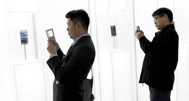 سامسونغ تغير قواعد الهاتف بتصميم غير مسبوق