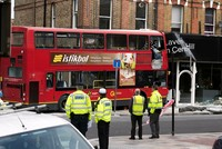In London sind bei einem Unfall mit einem Doppeldecker-Bus neun Menschen verletzt worden. Der Bus der Linie 77 war am Donnerstagmorgen von der Straße abgekommen und in ein Küchenstudio...