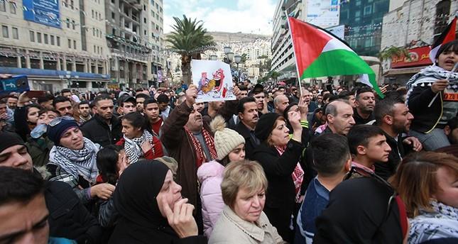مظاهرات في الضفة وغزة غضباً للقدس تخللتها مواجهات مع الجيش الإسرائيلي