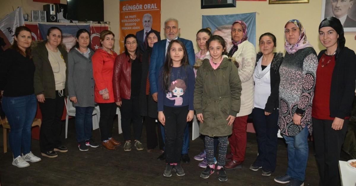 Gu00fcngu00f6r Oral, the AK Party's mayoral candidate for the Ku0131zu0131lcasu00f6u011fu00fct district of Uu015fak (C), alongside the women municipal council candidates for the district, March 8, 2019.