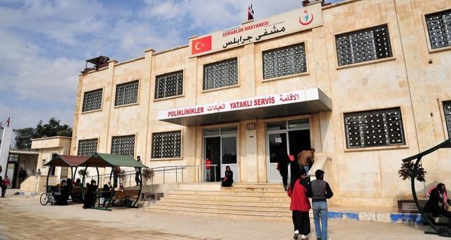تركيا تقدم الخدمات للاجئين السوريين في مناطق درع الفرات وغصن الزيتون (الأناضول)