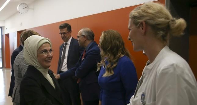 سيدة تركيا الأولى تزور مستشفى شاريتيه برلين التاريخي