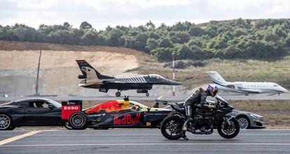 سباق بين دراجة نارية وطائرة إف-16 وسيارة فورمولا 1 على أرض المطار الجديد بإسطنبول