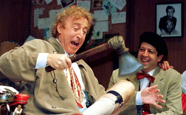 American actor Gene Wilder (L) performs alongside compatriot Rolf Saxon, during the rehearsal of a scene from Neil Simon's 'Laughter on the 23rd Floor', in New York, October 2, 1996. (Reuters Photo)