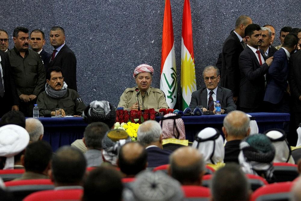 Iraqi Kurdish President Masoud Barzani sits with Kirkuk Governor Najmaldin Karim (R) during his visit in Kirkuk, Iraq September 12, 2017. (REUTERS Photo)