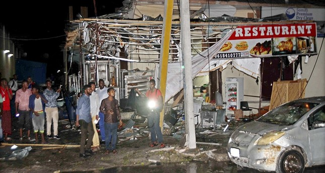 People at the scene after a suicide attack targeted at Bar in Maka Almukarama street and at least four people were died in the explosion in Mogadishu, Somalia, Aug. 5, 2018. (EPA Photo)