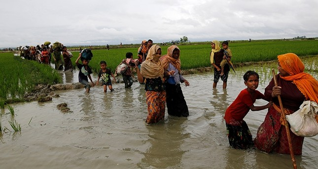 A group of Rohingya refugee people walk in the water after crossing the Bangladesh-Myanmar border in Teknaf, Bangladesh, September 1, 2017. (Reuters Photo)
