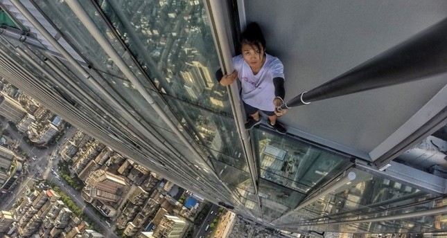 Wu Yong Ning >> Chinese daredevil Wu Yongning dies after falling 62-stories during stunt - Daily Sabah